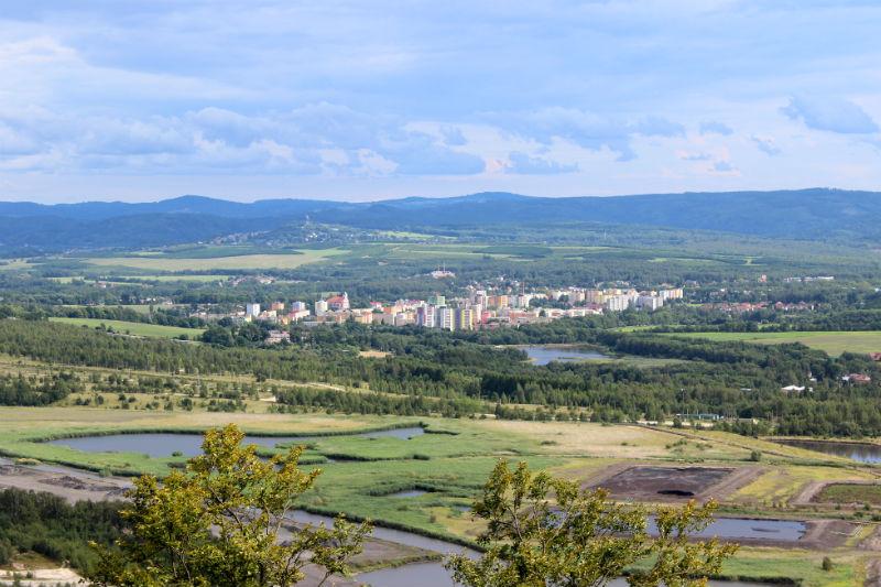 Pohled z vyhlídky Chodaublick na Chodov a okolí. Foto: Martin Polák