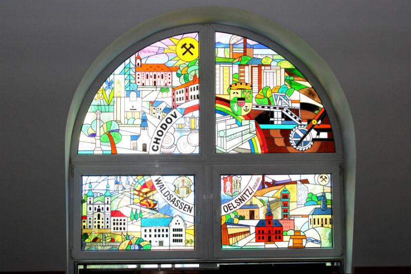 Pohled na okno ze zasedací místnosti. Foto: Martin Polák