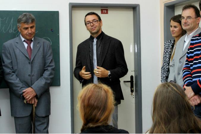 Studijní úspěchy popřál malým gymnazistům i starosta Josef Hora a místostarosta Patrik Pizinger (zleva). Foto: M. Polák