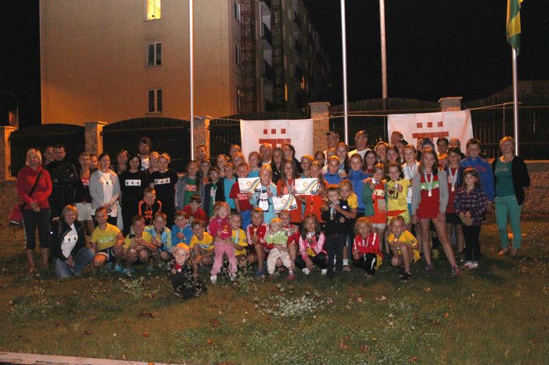 Minivolejbalisté těsně po večerním návratu do Chodova. Foto: Martin Polák