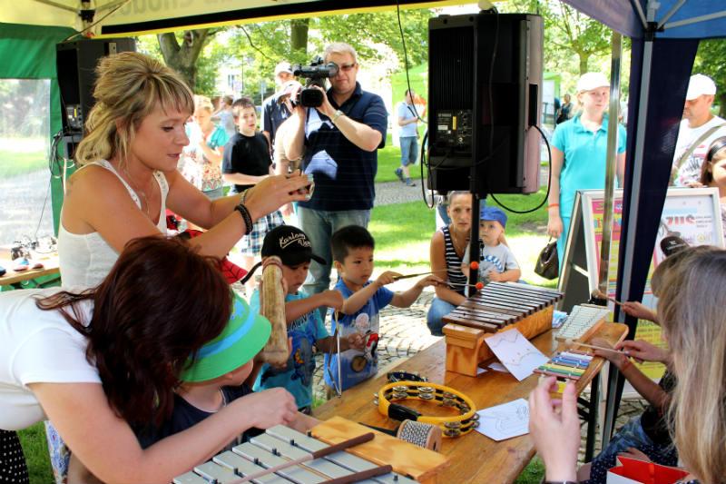 Svou činnost prezentovala škola na letním workshopu v městském parku. Foto: Martin Polák
