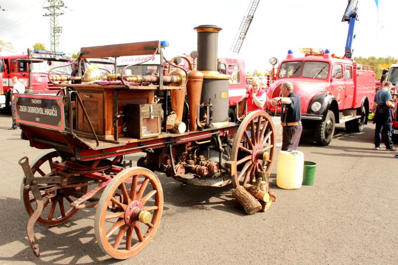 Hasiči představili opravdovou raritu - parní hasičskou stříkačku. Foto: Martin Polák