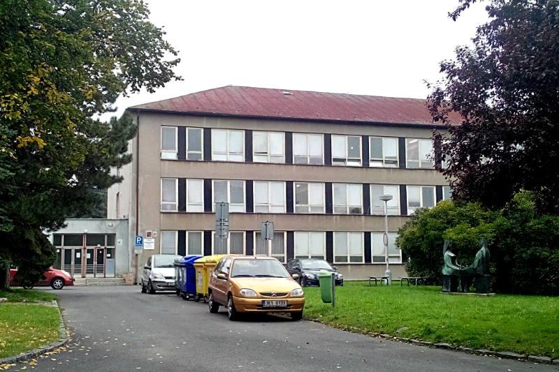Gymnázium, kde bude sídlit od příštího školního roku 1. základní škola.