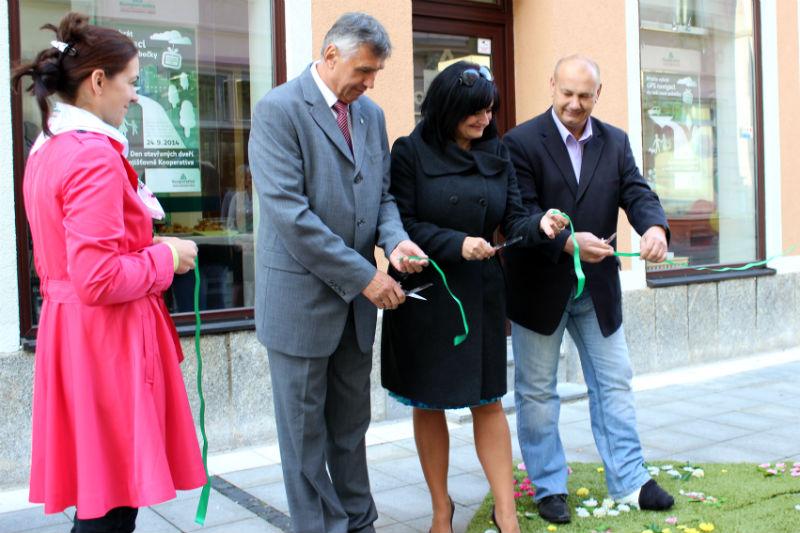 Slavnostní otevření pobočky jedné z pojišťoven ve Staroměstské ulici. Foto: Martin Polák