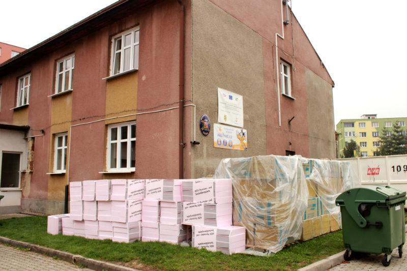 Práce na zateplení už začaly také na budově Městského záchranného systému. Foto: M. Polák