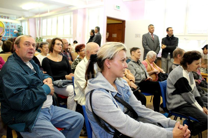 Do Mateřídoušky se přišli podívat nejen rodiče a příbuzní klientů. Foto: Martin Polák