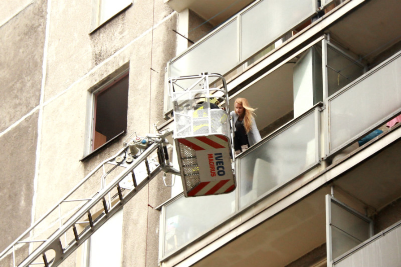 Zásah u požáru věžového domu v ulici U Koupaliště. Foto: Martin Polák