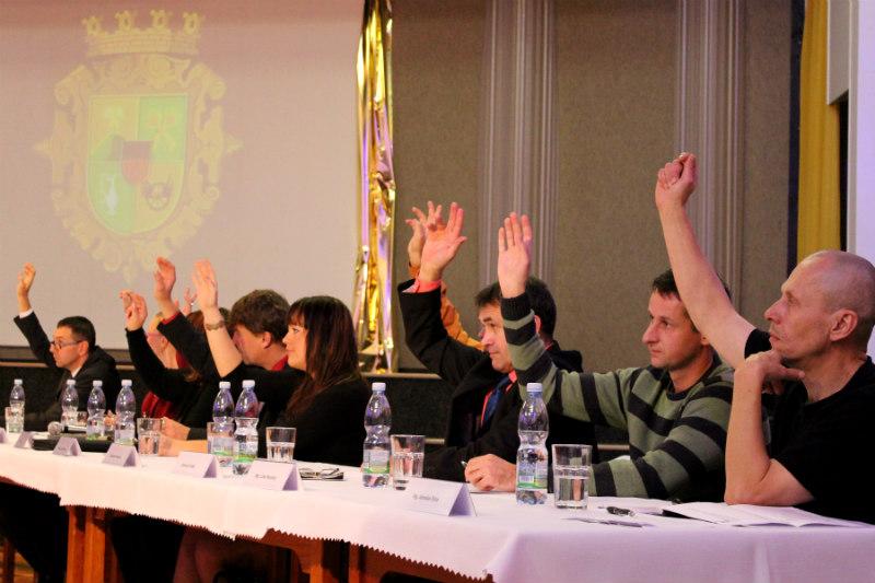 První hlasování nového zastupitelstva. Foto: Martin Polák