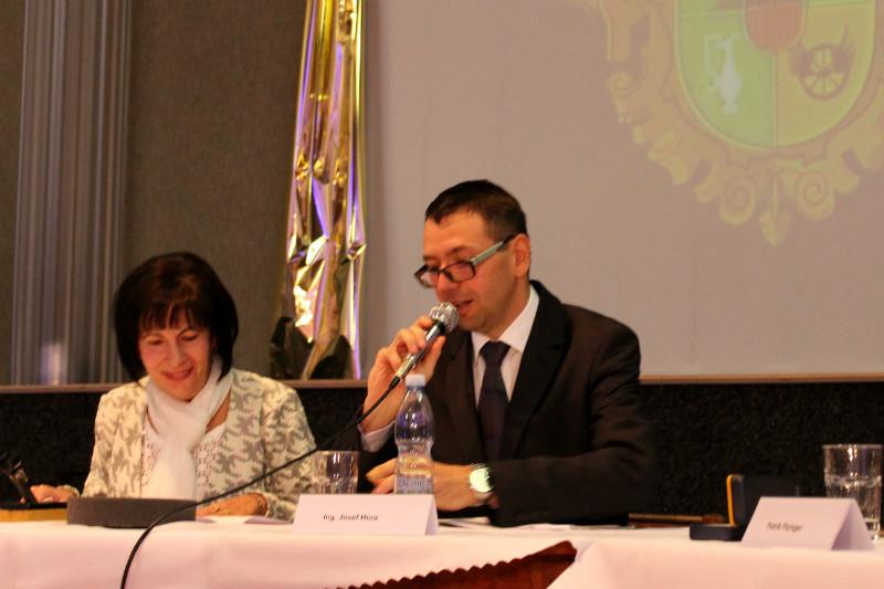Patrik Pizinger řídí jednání zastupitelstva už jako starosta Chodova. Foto: Martin Polák