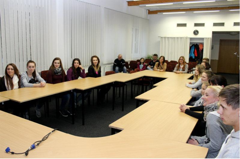 Skupina Rytmus si poděkování přišla vyslechnout do zasedací místnosti. Foto: Martin Polák