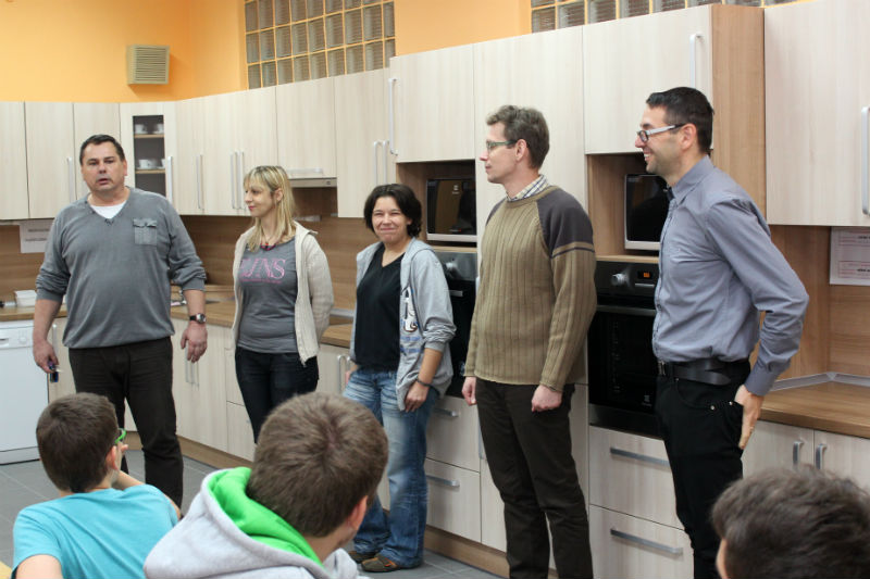 U zahájení workshopu bylo i vedení Chodova a školy v Husově ulici. Foto: M. Polák