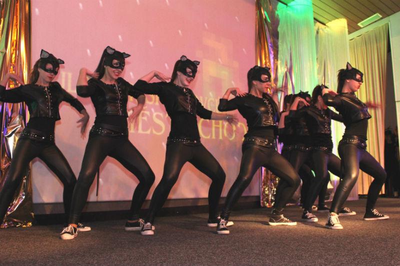 Doprovodný program taneční skupiny Rytmus. Foto: Martin Polák