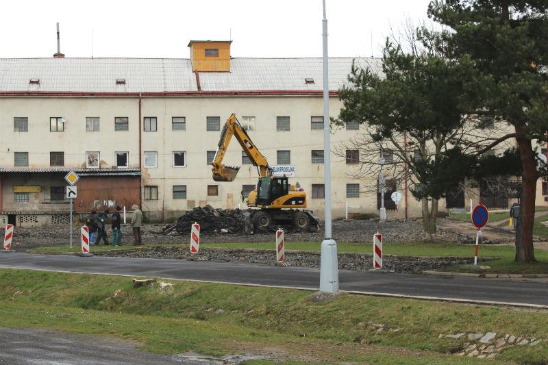 První práce na rekonstrukci parkoviště už začaly. Foto: Martin Polák