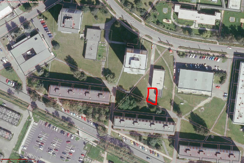 Červený obdélník vyznačuje nové stanoviště kontejneru v Tovární ulici.