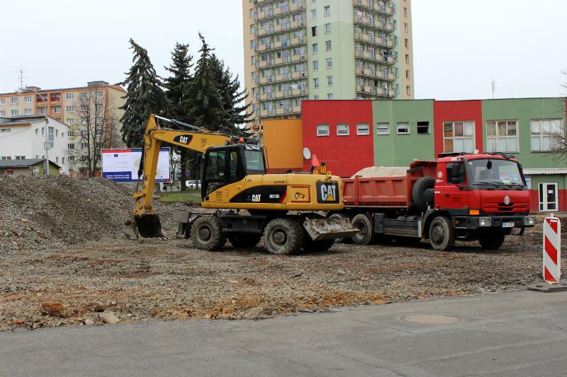 Na parkovišti nyní pracuje těžká technika. Foto: Martin Polák