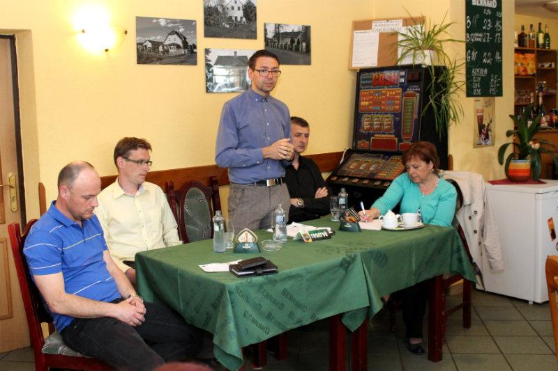 Patrik Pizinger seznamuje obyvatele Staré Chodovské s plány města. Foto: Martin Polák