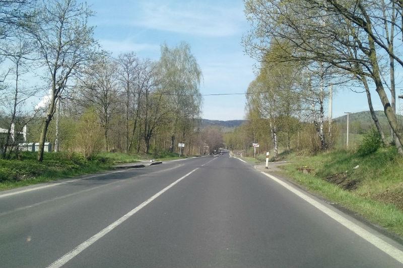 Silnice u Železného dvora je bez přechodu. Foto: Martin Polák