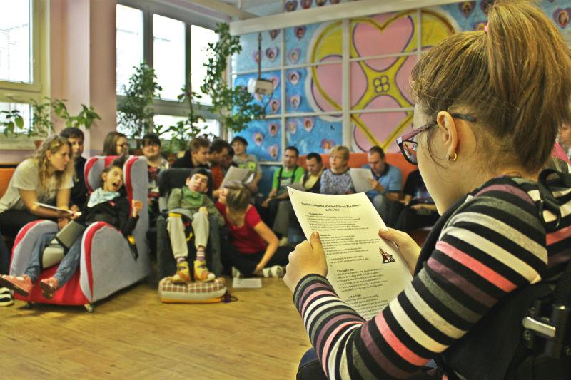 Klienti při úvodní besídce zazpívali řadu lidových písní. Foto: Martin Polák
