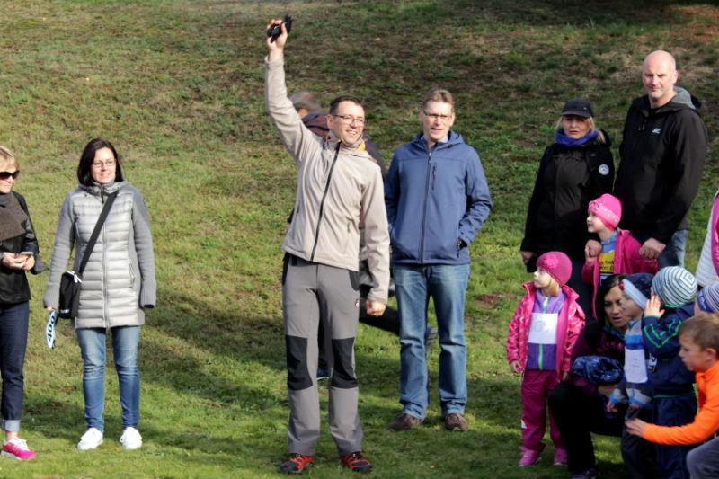 Závody střídavě zahajovali starosta Patrik Pizinger a místostarosta Luděk Soukup.