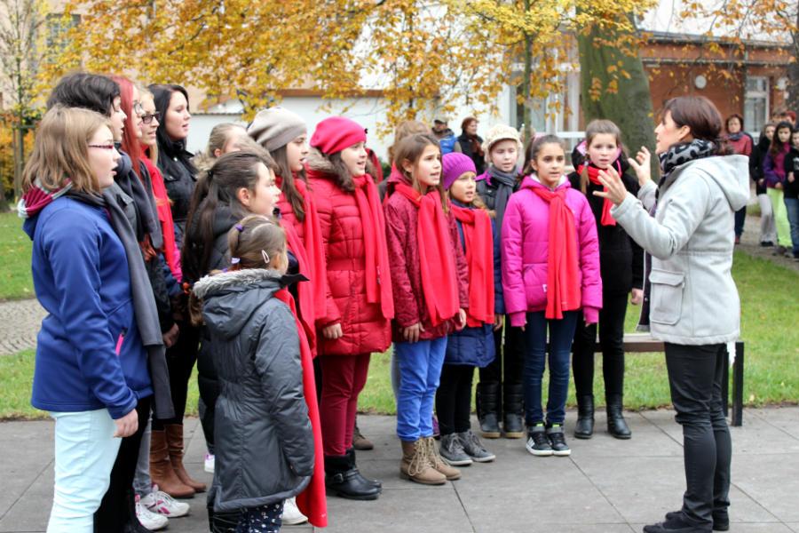 Státní hymnu zazpíval pěvecký sbor z chodovské umělecké školy. Foto: Martin Polák