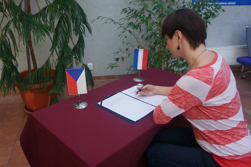 Místo pro podpisy kondolenčních listin. Foto: KÚ KK