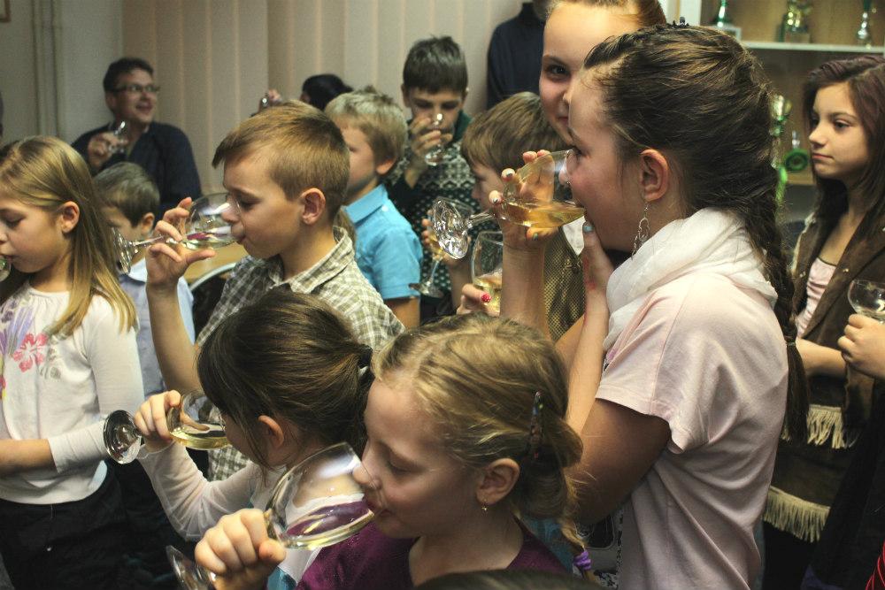 Přípitek nealkoholickým šampusem. Foto: Martin Polák