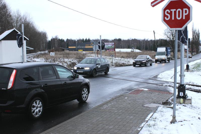 Železniční přejezd mezi Chodovem a Mírovou. Foto: Martin Polák