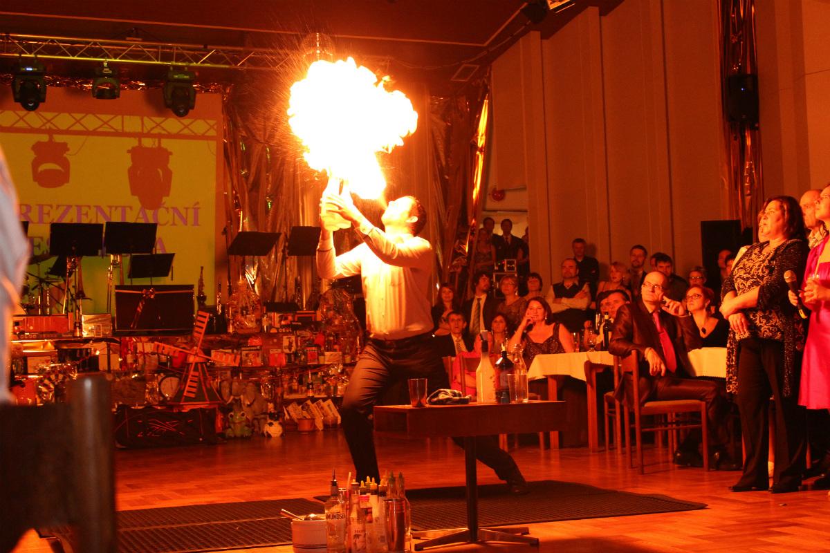 Barman při své show. Foto: Martin Polák