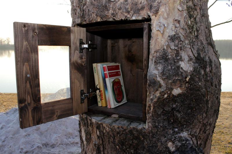 Dřevěná knihovnička. Foto: Martin Polák