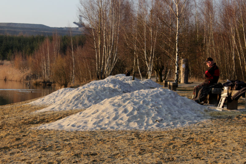 Hromady nového písku na pláži. Foto: Martin Polák