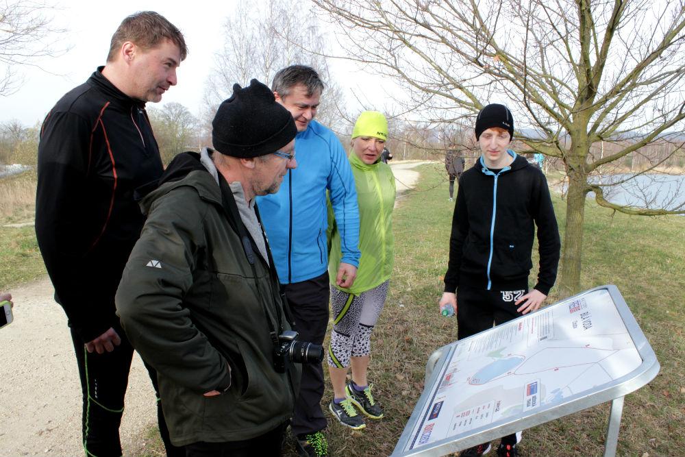 Před startem se běžci seznámili s celým okruhem. Foto: Martin Polák