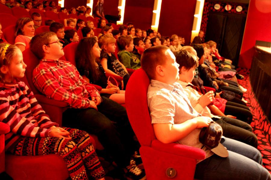 Školáci sledují představení Já, král. Foto: Martin Polák