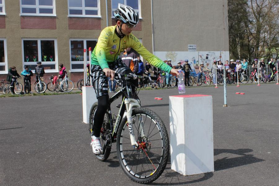 Jízda zručnosti v rámci soutěže mladých cyklistů. Foto: Martin Polák