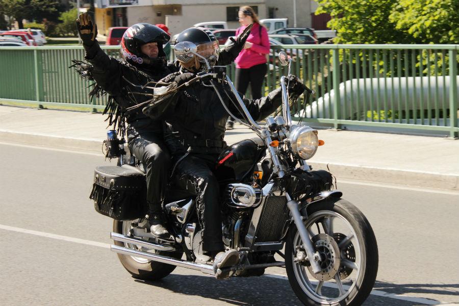 Jízda motorkářů Chodovem. Foto: Martin Polák