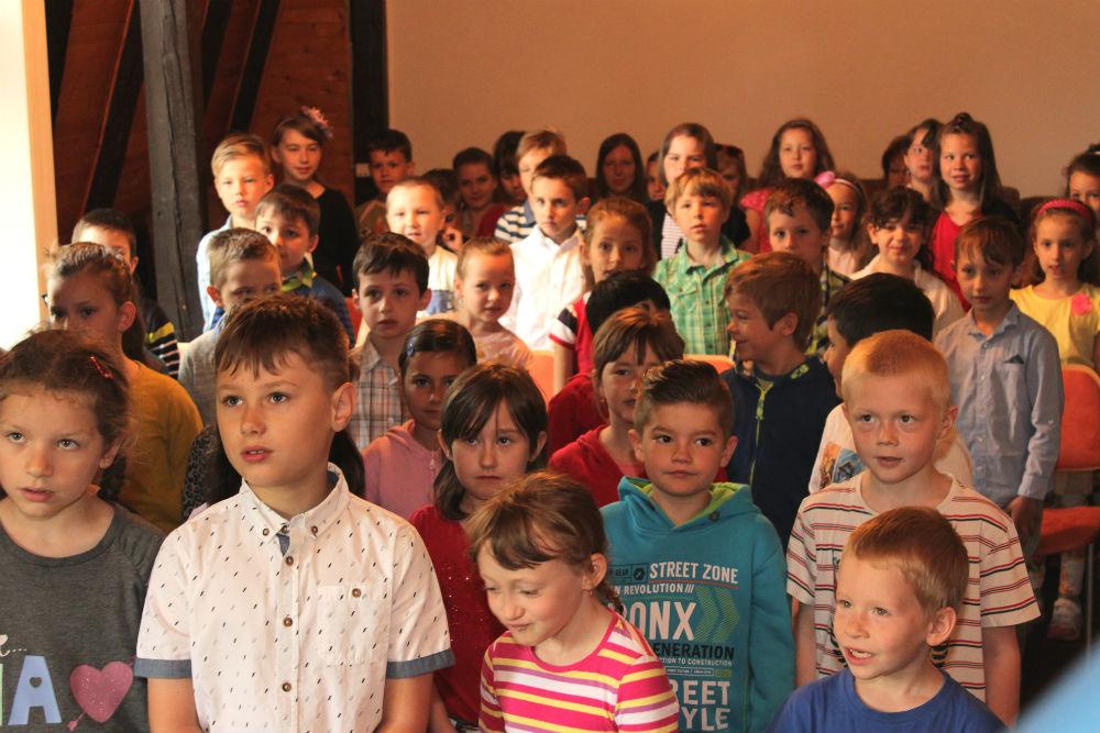 Děti při čtenářském slibu. Foto: Martin Polák