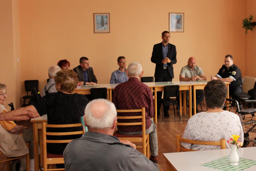 Setkání se seniory v domě s pečovatelskou službou. |Foto: Martin Polák