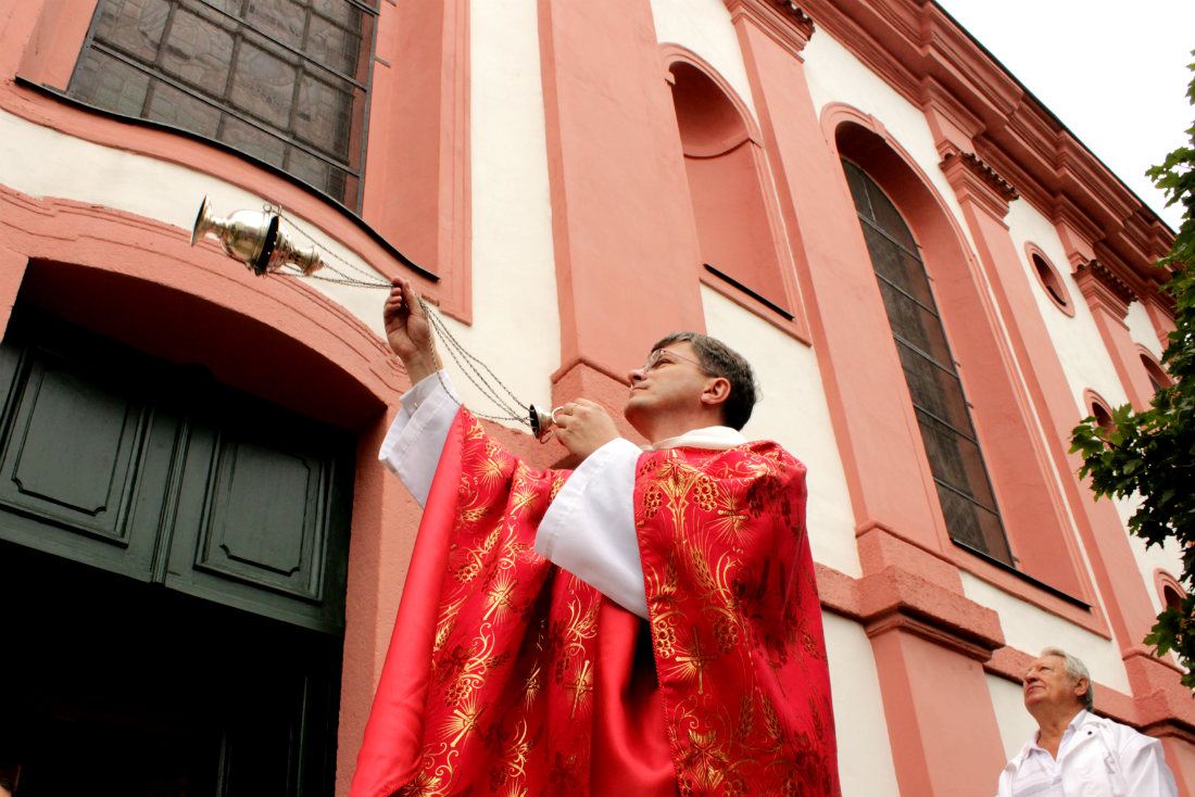 Požehnání opravenému zvonu. Foto: Martin Polák