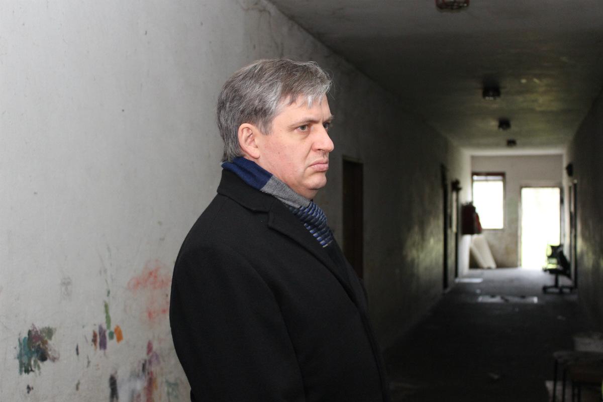 Jiří Dienstbier při prohlídce Železného dvora. Foto: Martin Polák