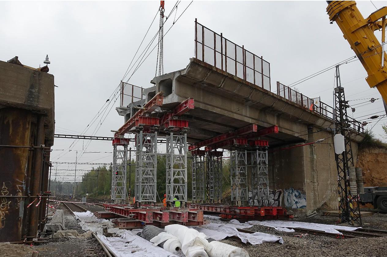 Demontáž mostu. Foto: Hana Tintěrová