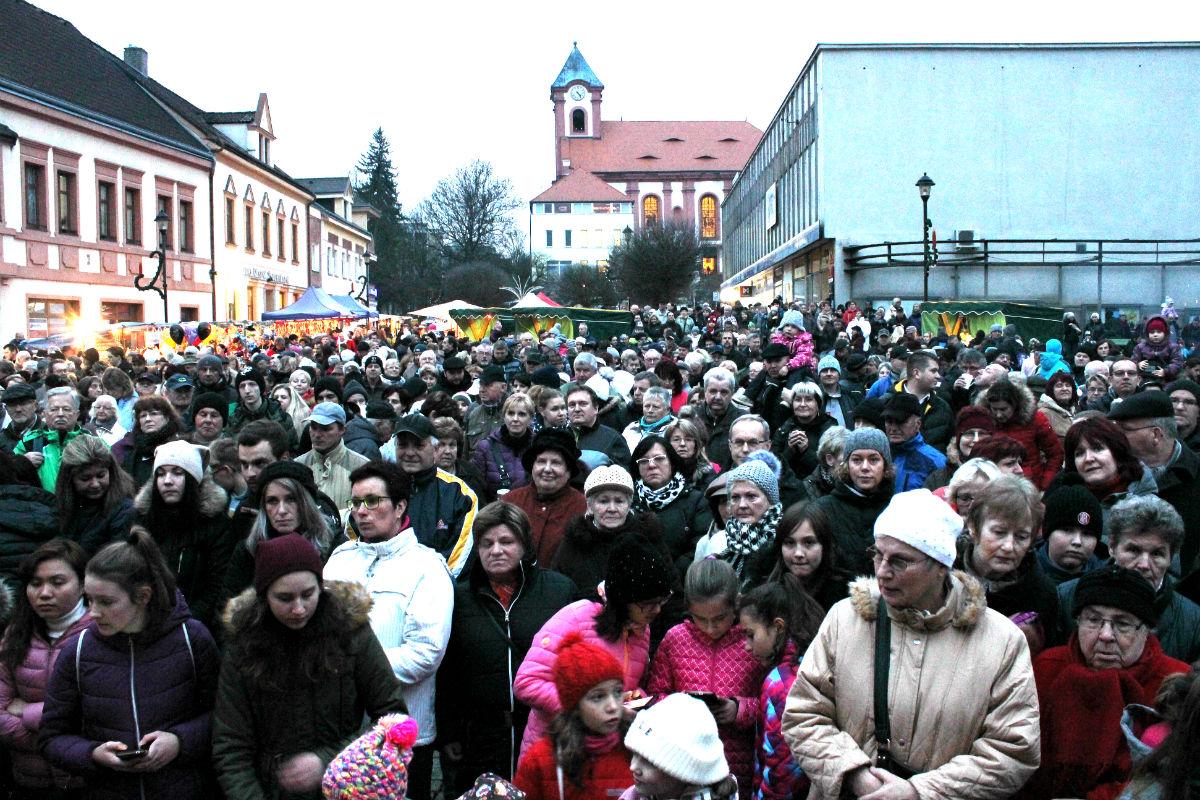 Zahájení Staroměstského adventu přilákalo stovky lidí. Foto: Martin Polák