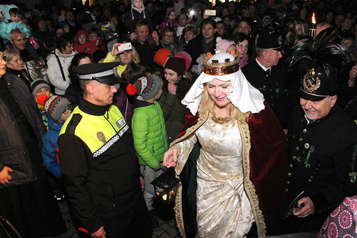 Svatá Barbora přichází na pódium. Foto: Martin Polák
