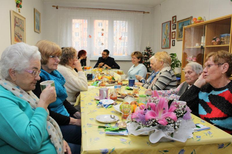 Posezení vchodovském klubu důchodců. Foto: Martin Polák