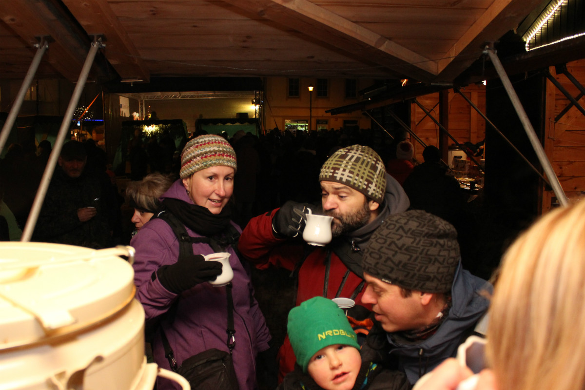 Hrnky i svařené víno šly na odbyt. Foto: Martin Polák