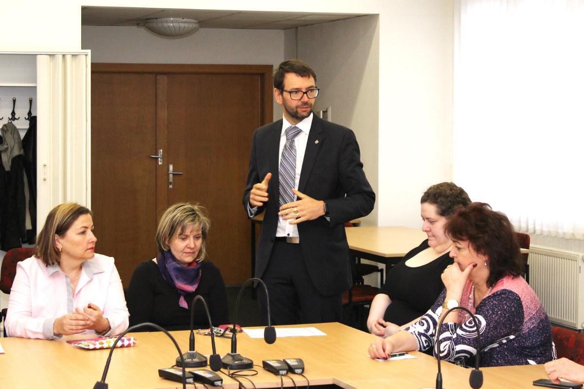 Jedna z diskuzí nad jménem kostelního zvonu. Foto: Martin Polák