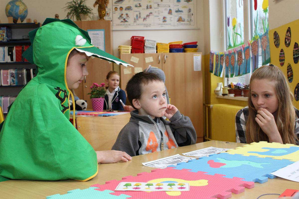 Většina dětí se na zápis a drobné úkoly velmi soustředila. Foto: M. Polák