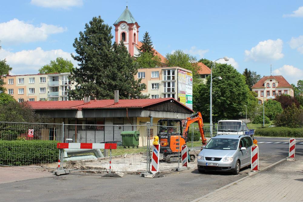 Most ve Školní ulici je průjezdný jen jednosměrně. Foto: Martin Polák