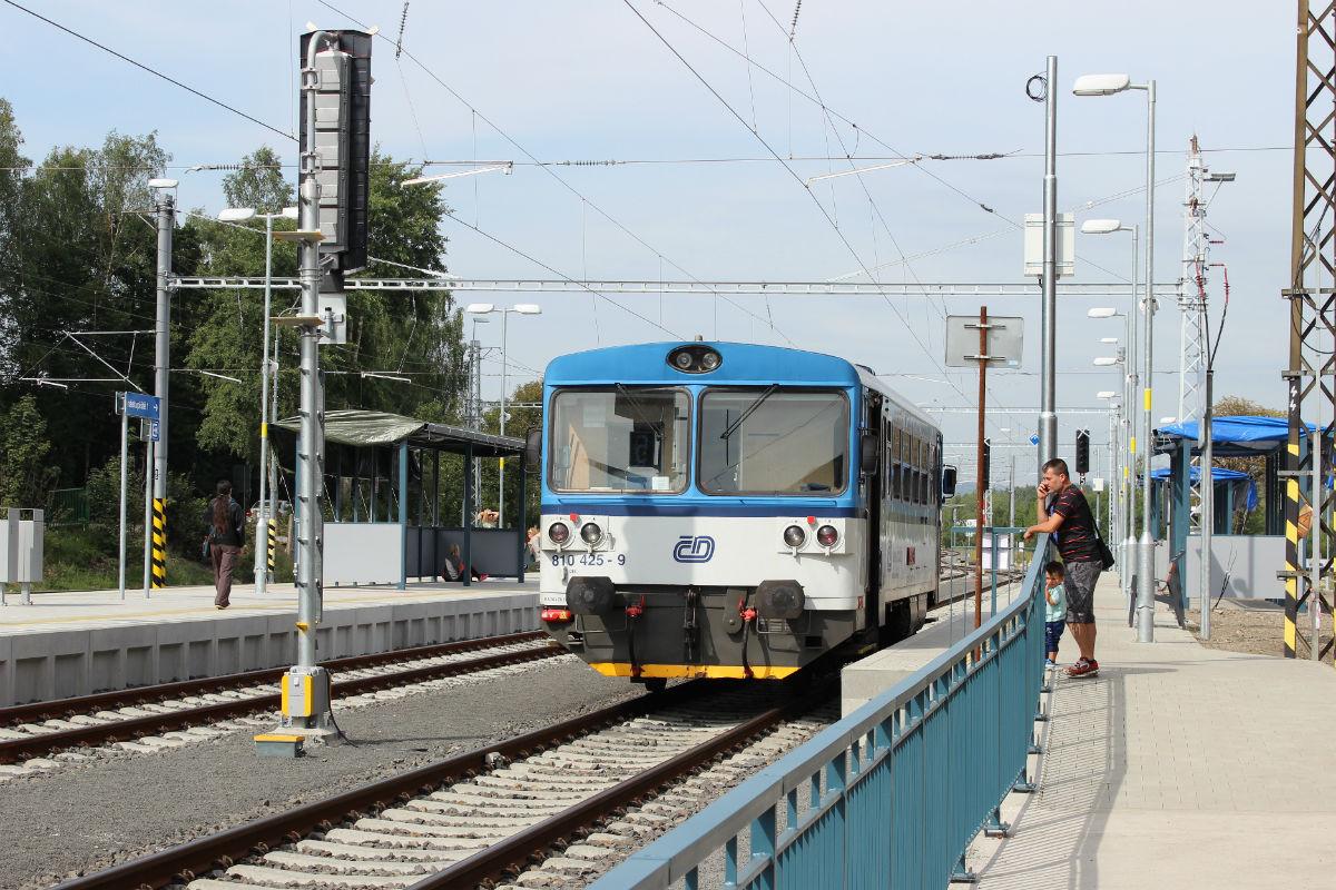V Chodově na nádraží opět staví vlaky. Foto: Martin Polák