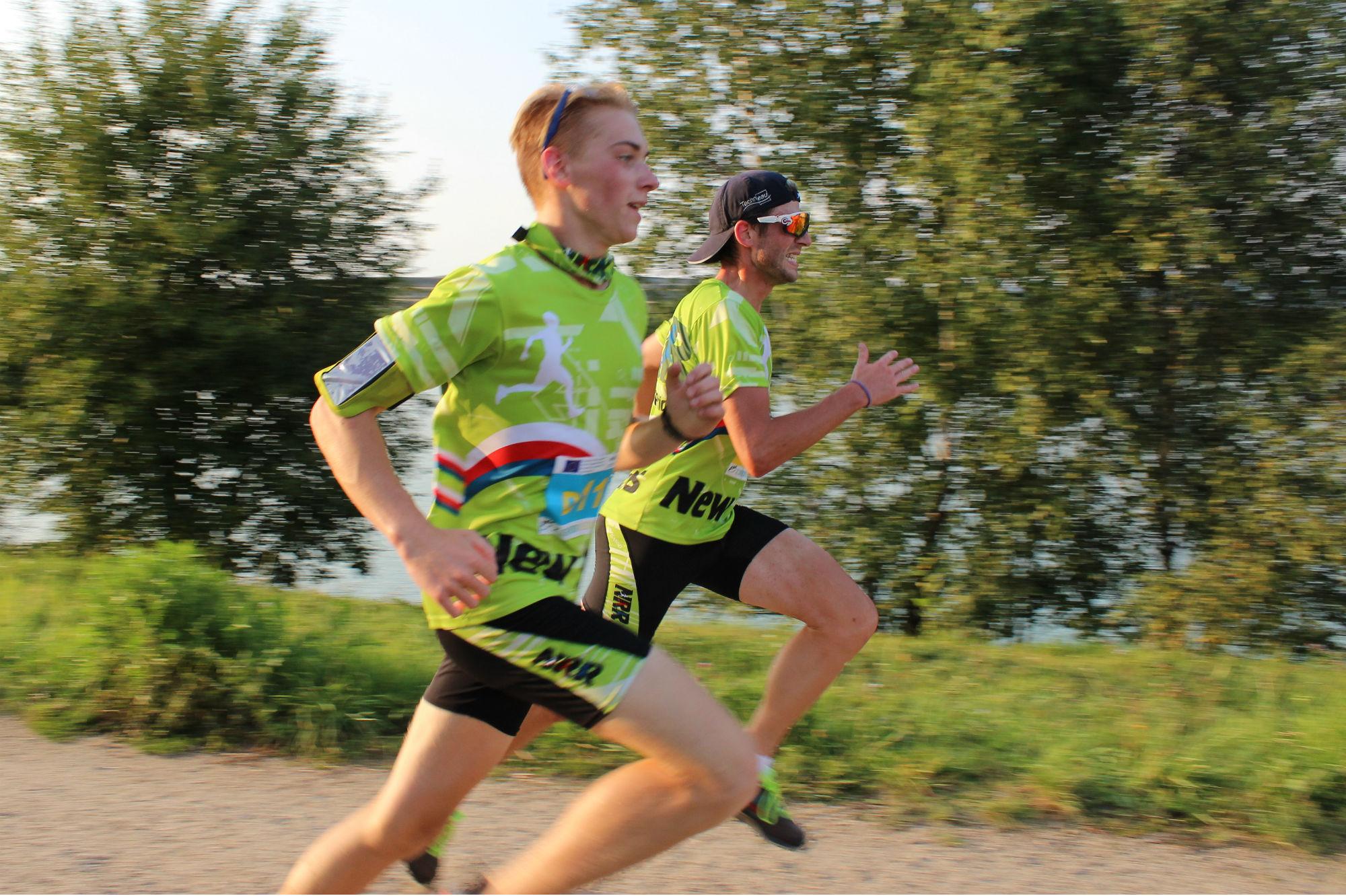 Běžci finišují před cílem. Foto: Martin Polák