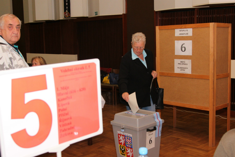 Volby do Poslanecké sněmovny Parlamentu České republiky v Chodově. Foto: M. Polák