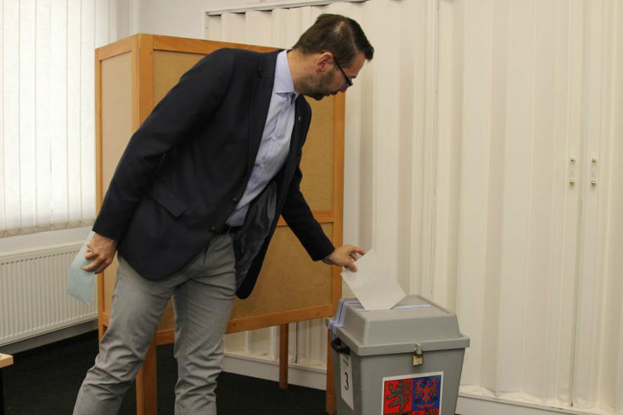 Volit přišel také starosta Patrik Pizinger. Foto: Martin Polák